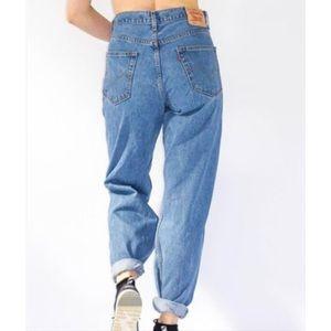 NWT Levi Mom Jeans